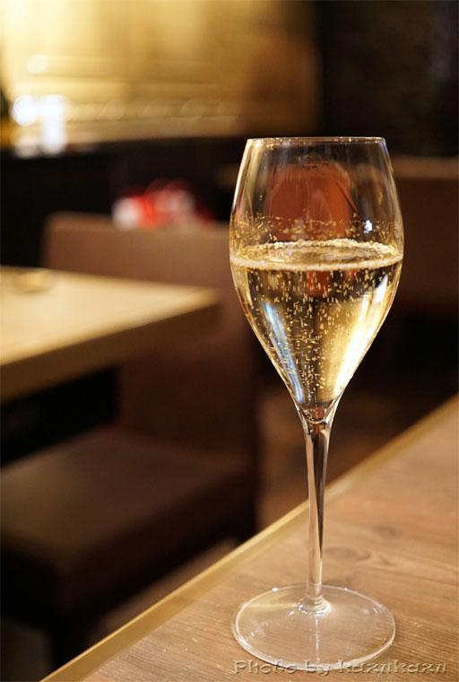 金肉(kin-niku)の金箔シャンパン