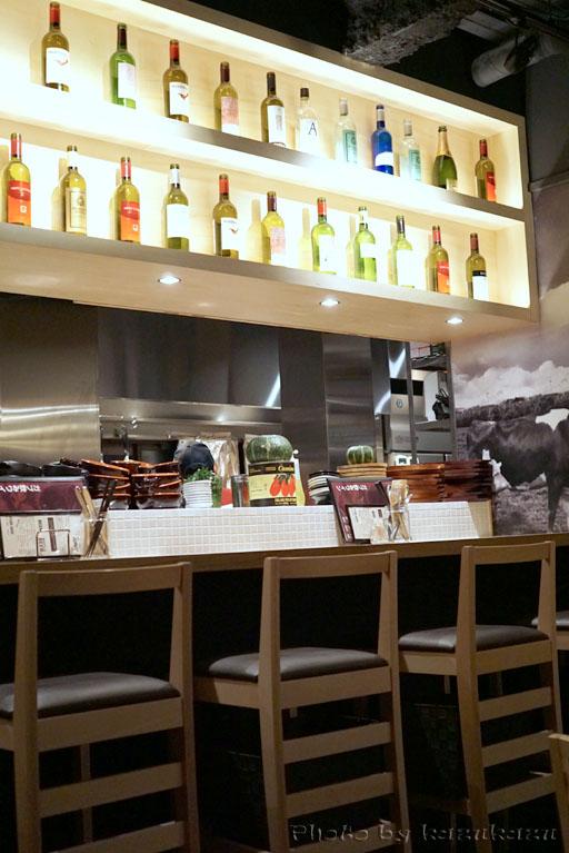 Meet Meats 5バル神保町店の店内