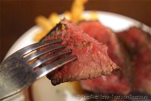 二子玉川に構えるビストロランタンの熟成牛ステーキ