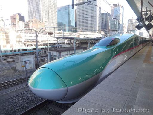 東京駅発の新幹線はやぶさ