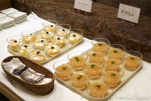 千疋屋総本店の世界のフルーツ食べ放題のフルーツヨーグルト