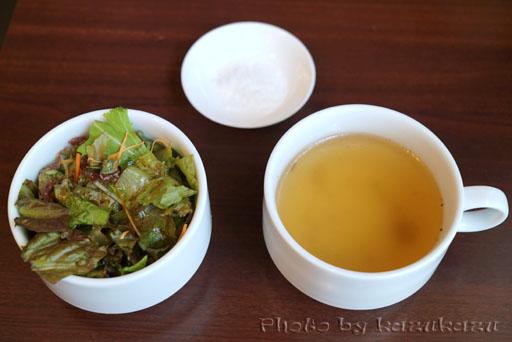 東京都豊島区池袋にある宮崎亭のサラダ、スープ、塩