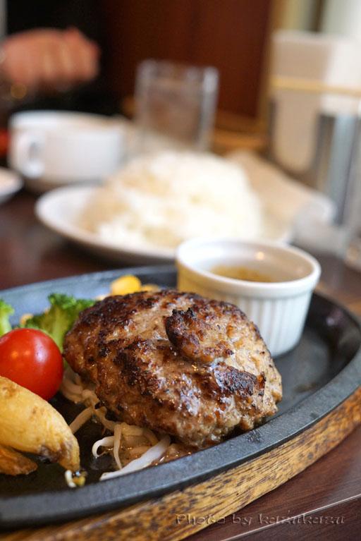 東京都豊島区池袋にある宮崎亭のハンバーグステーキ