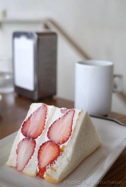 東京都世田谷区駒沢のアヂトのフルーツサンドとコーヒー